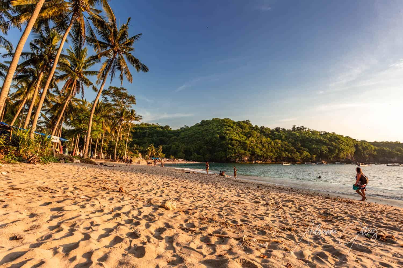 Beautiful sandy beach at sunset, golden light, Crystal Bay, Nusa Penida, Bali, Indonesia